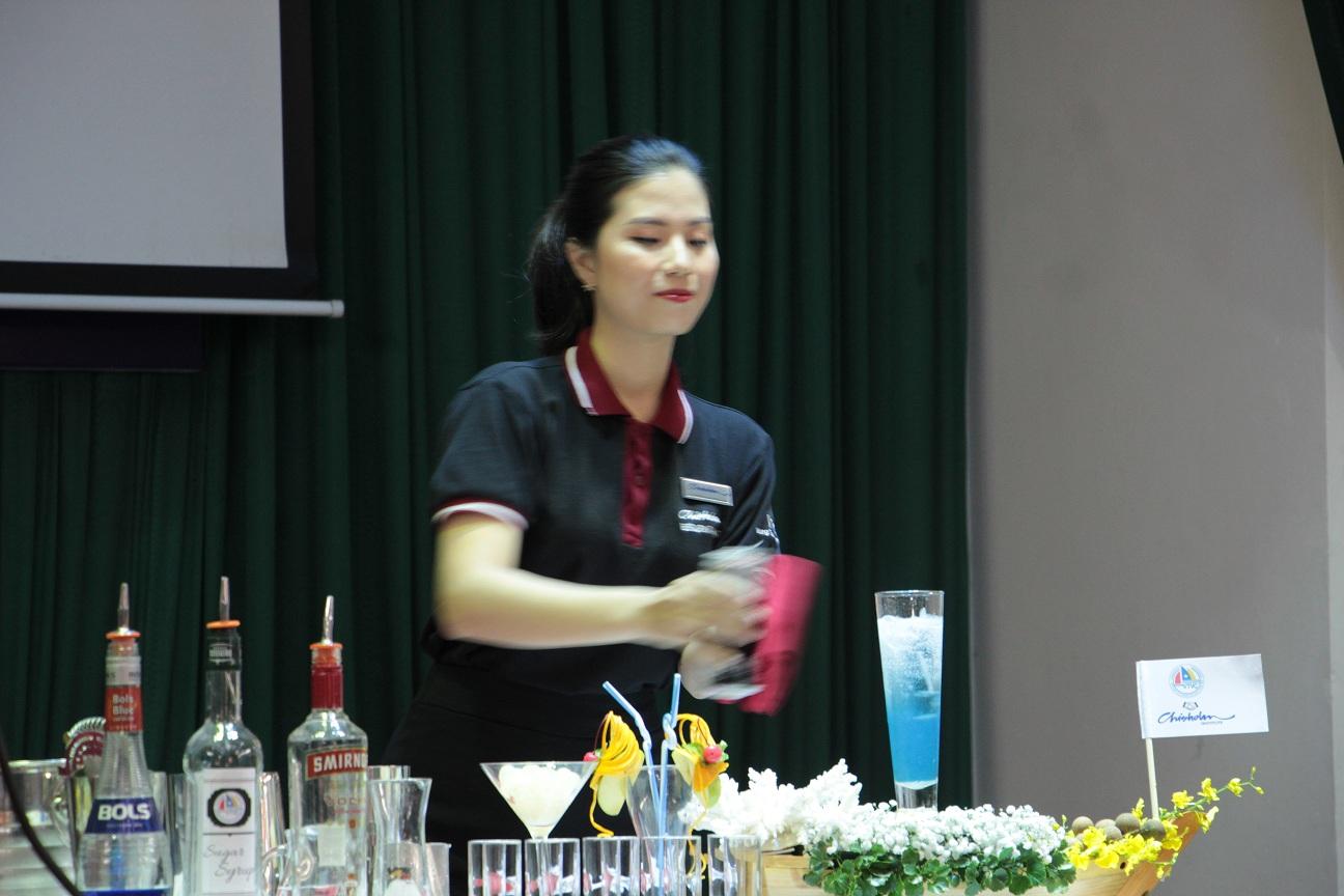 Trình diễn màn Cocktail hấp dẫn