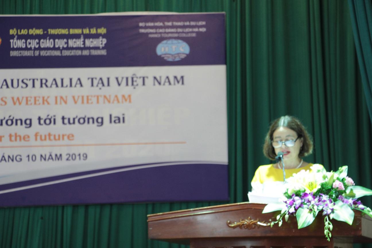 2. Tham tán Giáo dục Đại sứ quán Úc tại Hà Nội phát biểu khai mạc
